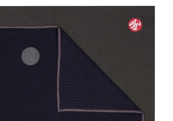 Коврик-полотенце для йоги Yogitoes Midnight Manduka.